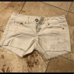 American Eagle White Distressed Jean Sorts